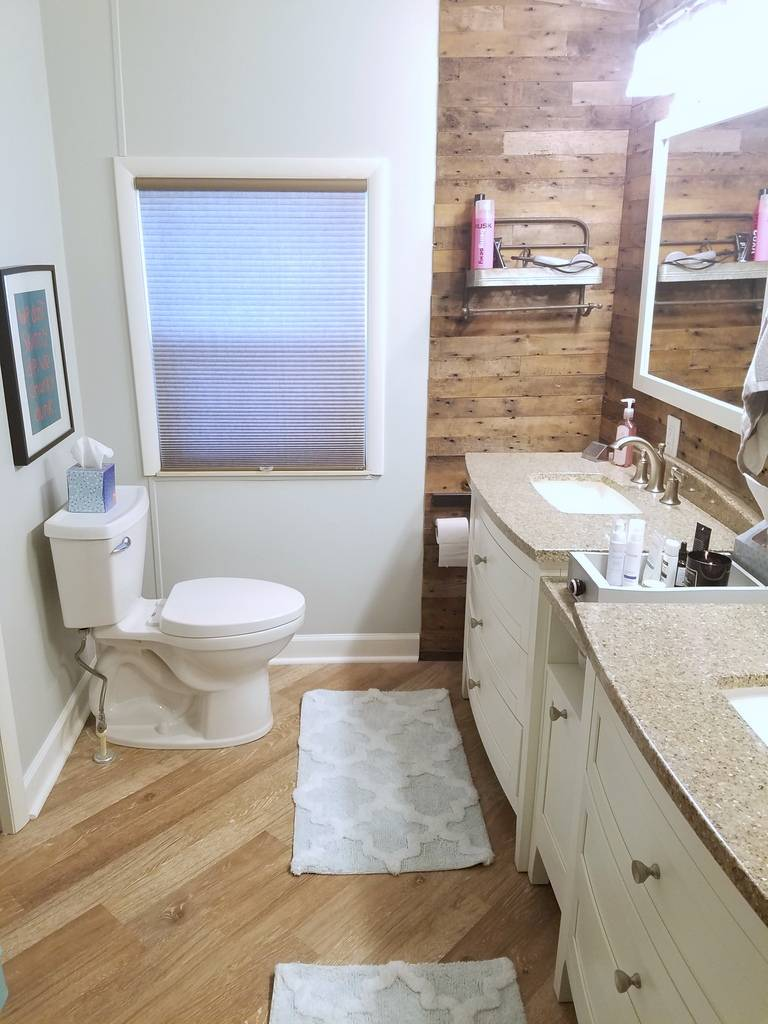 Interior / Bathrooms