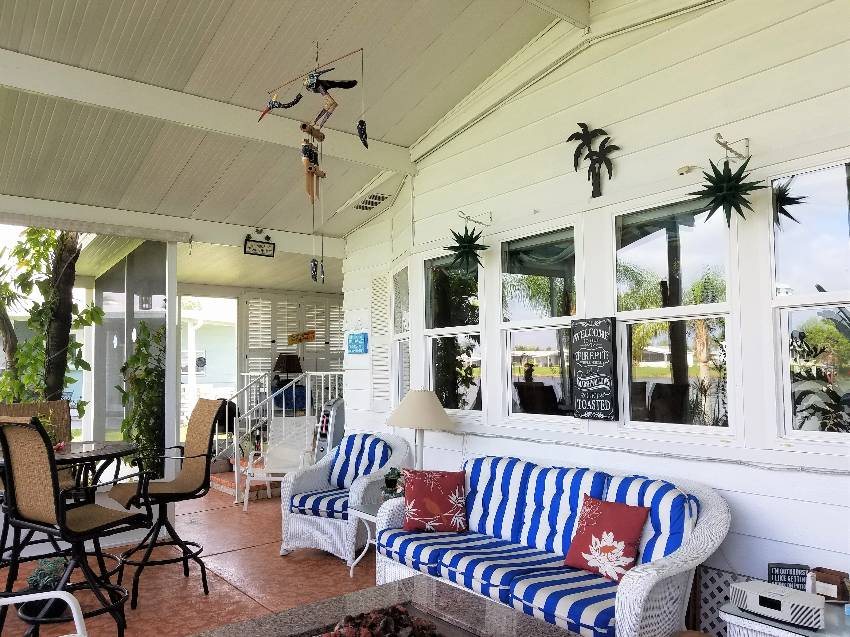 Interior / Sunrooms and Lanais