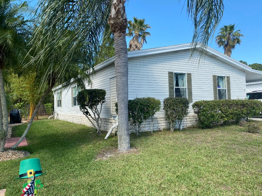 Vero Beach, FL Mobile Home for Sale located at 8775 20th Street Lot 5 - Country  Side