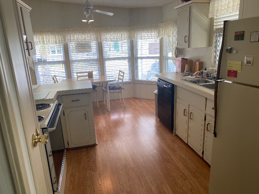 Mobile / Manufactured Home for sale Fort Pierce, FL 34951. Listed on MHGiant.com