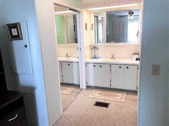Mobile / Manufactured Home for sale Ellenton, FL 34222. Listed on MHGiant.com