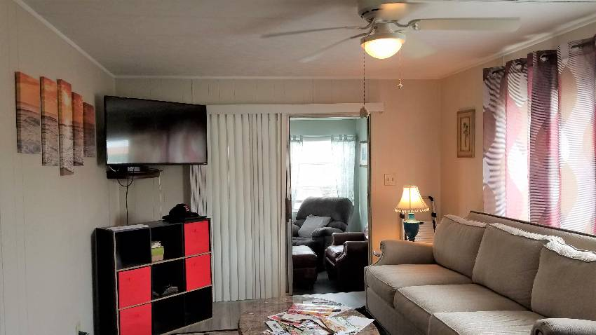 Mobile / Manufactured Home for sale Ellenton, FL 34222. Listed on MHGiant.com