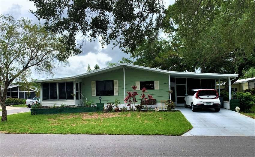 Sarasota, FL Mobile Home for Sale located at 5305 Ashford Pl Camelot Lakes Village