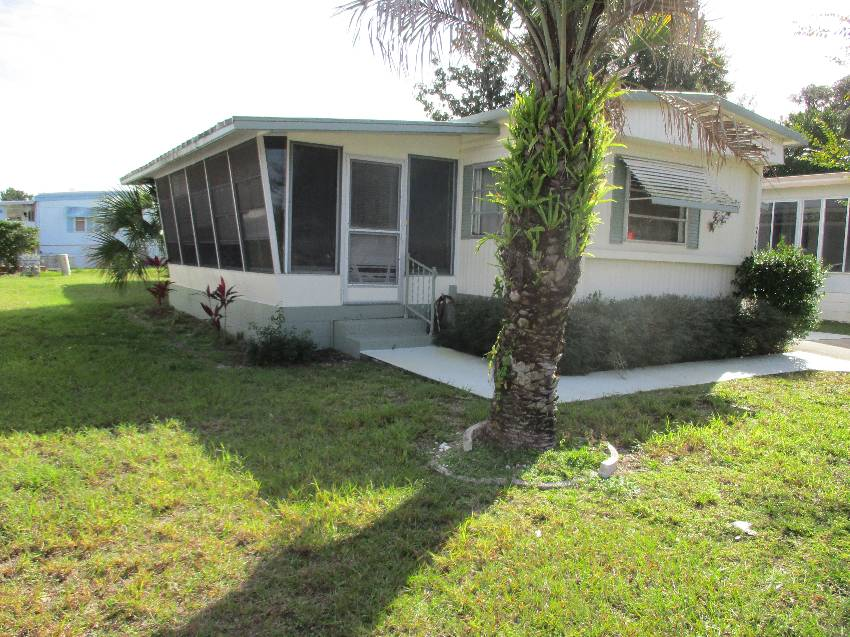 Mobile home for sale in Leesburg, FL