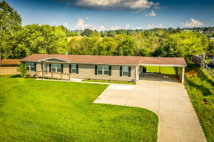 Mobile / Manufactured Home for sale Louisville, TN 37777. Listed on MHGiant.com