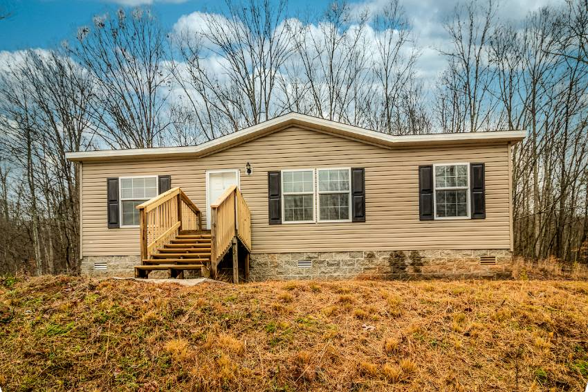 Harriman, TN Mobile Home for Sale located at 150 Sherwood Lane -