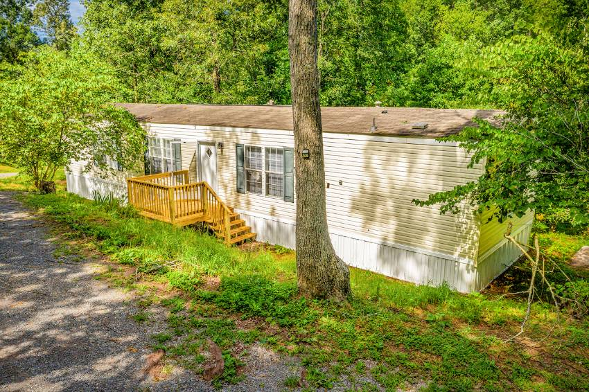 Vonore, TN Mobile Home for Sale located at 607 Three Point Road -