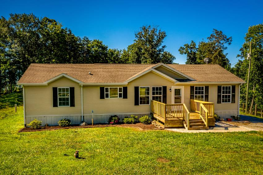 Washburn, TN Mobile Home for Sale located at 599 Edmonson (aka Collins Ridge) Road -