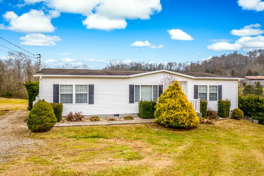 Greeneville, TN Mobile Home for Sale located at 6960 Whitehouse Road -