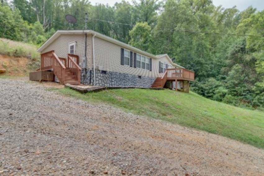 Maryville, TN Mobile Home for Sale located at 7880 Hickory Nut Way -