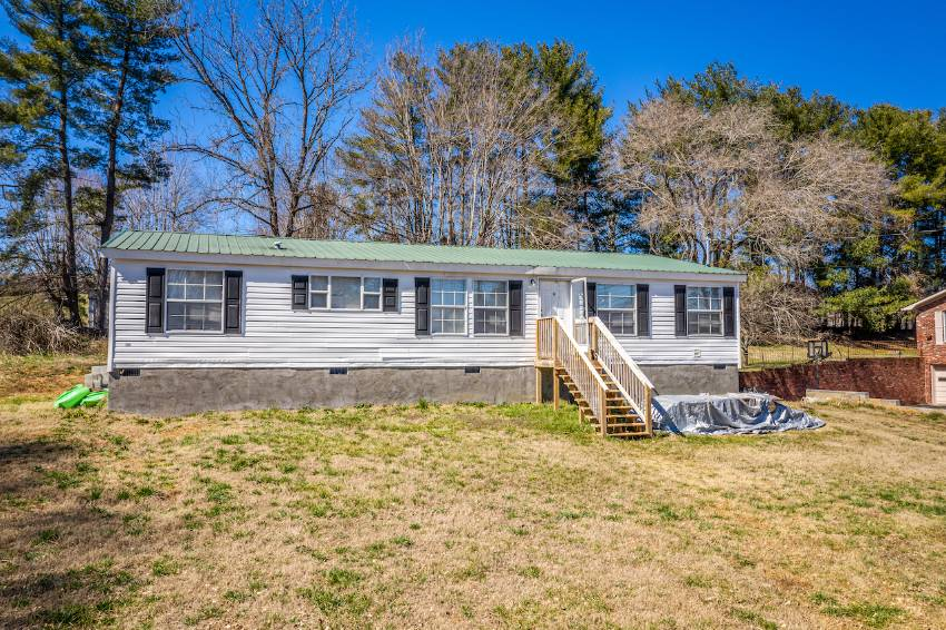 Morristown, TN Mobile Home for Sale located at 3331 Copper Ridge Road -