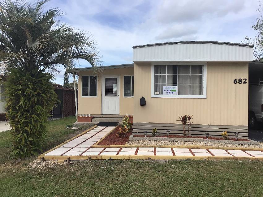 Casselberry, FL Mobile Home for Sale located at 682 Holly Hill Drive - Summerloch Green