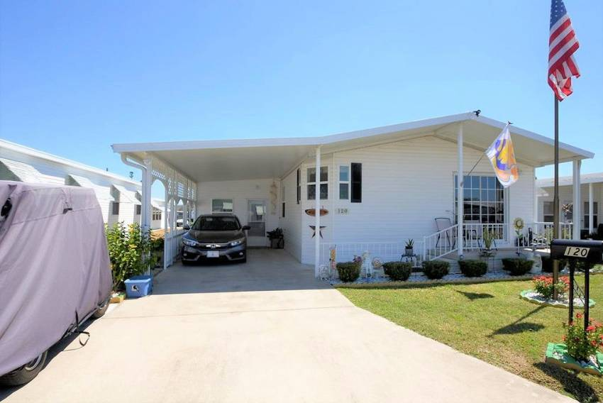 Haines City, FL Mobile Home for Sale located at 1101 W. Commerce Ave #120 - Central Park Ii
