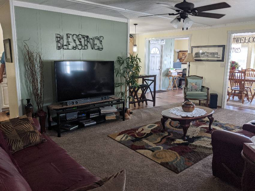 Mobile / Manufactured Home for sale Clearwater, FL 33762. Listed on MHGiant.com