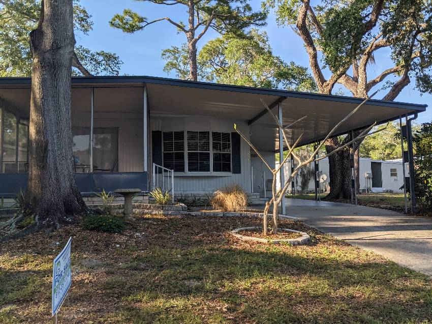 Clearwater, FL Mobile Home for Sale located at 15777 Bolesta Rd #220 - Shady Lane Oaks