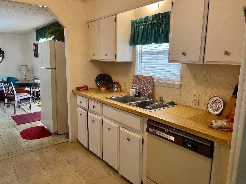 Mobile / Manufactured Home for sale Tampa, FL 33615. Listed on MHGiant.com