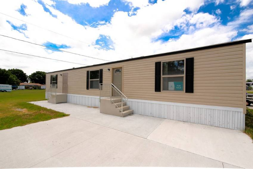 Winter Haven, FL Mobile Home for Sale located at 83 Stebbins Dr - Grove Shores M H C