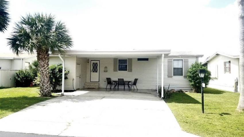 Winter Haven, FL Mobile Home for Sale located at 43 Berna Cir - Orange Manor West