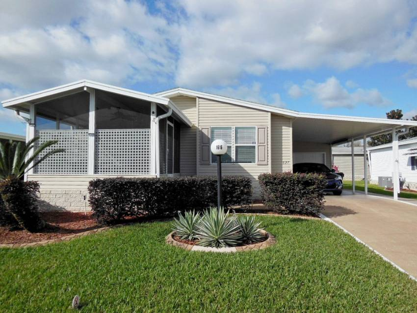 Lakeland, FL Mobile Home for Sale located at 1616 Darrington Ln - Schalamar Creek Golf & Country Club