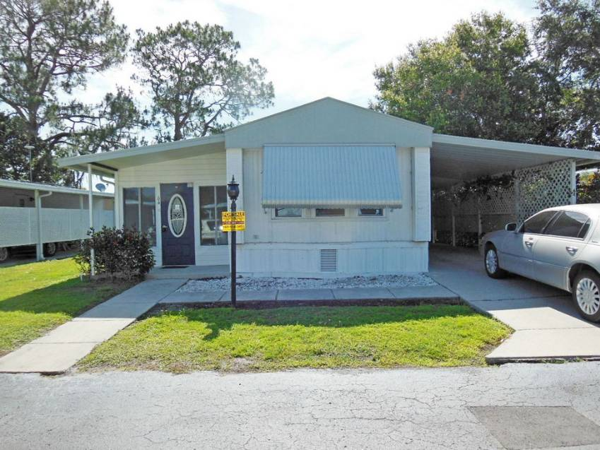 Mobile home for sale in Auburndale, FL