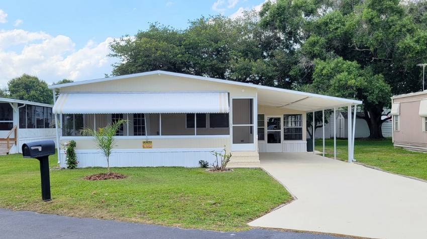 Dundee, FL Mobile Home for Sale located at 158 Emerald Drive W Dell Lake Village