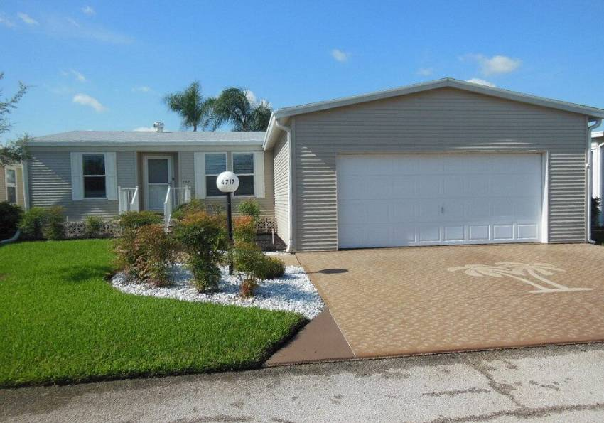Lakeland, FL Mobile Home for Sale located at 4717 Devonwood Ct - Schalamar Creek Golf & Country Club