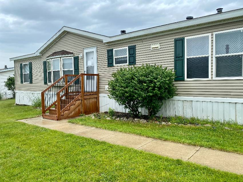 Fenton, MI Mobile Home for Sale located at 8335 White Horn Lane Tyrone Woods Manufactured Home Community